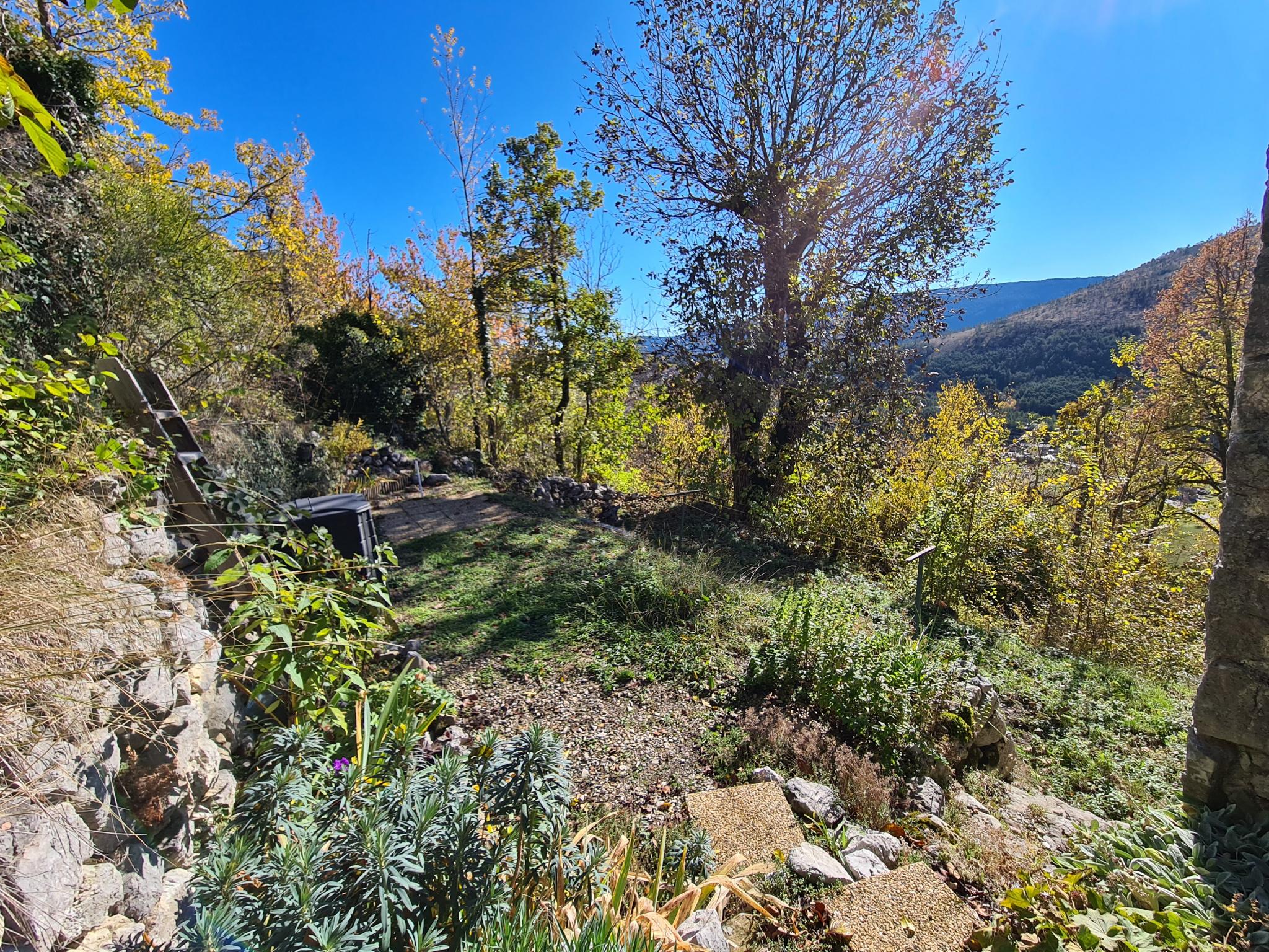 Jardin privatif de 100m², cadastré, en face de la maison