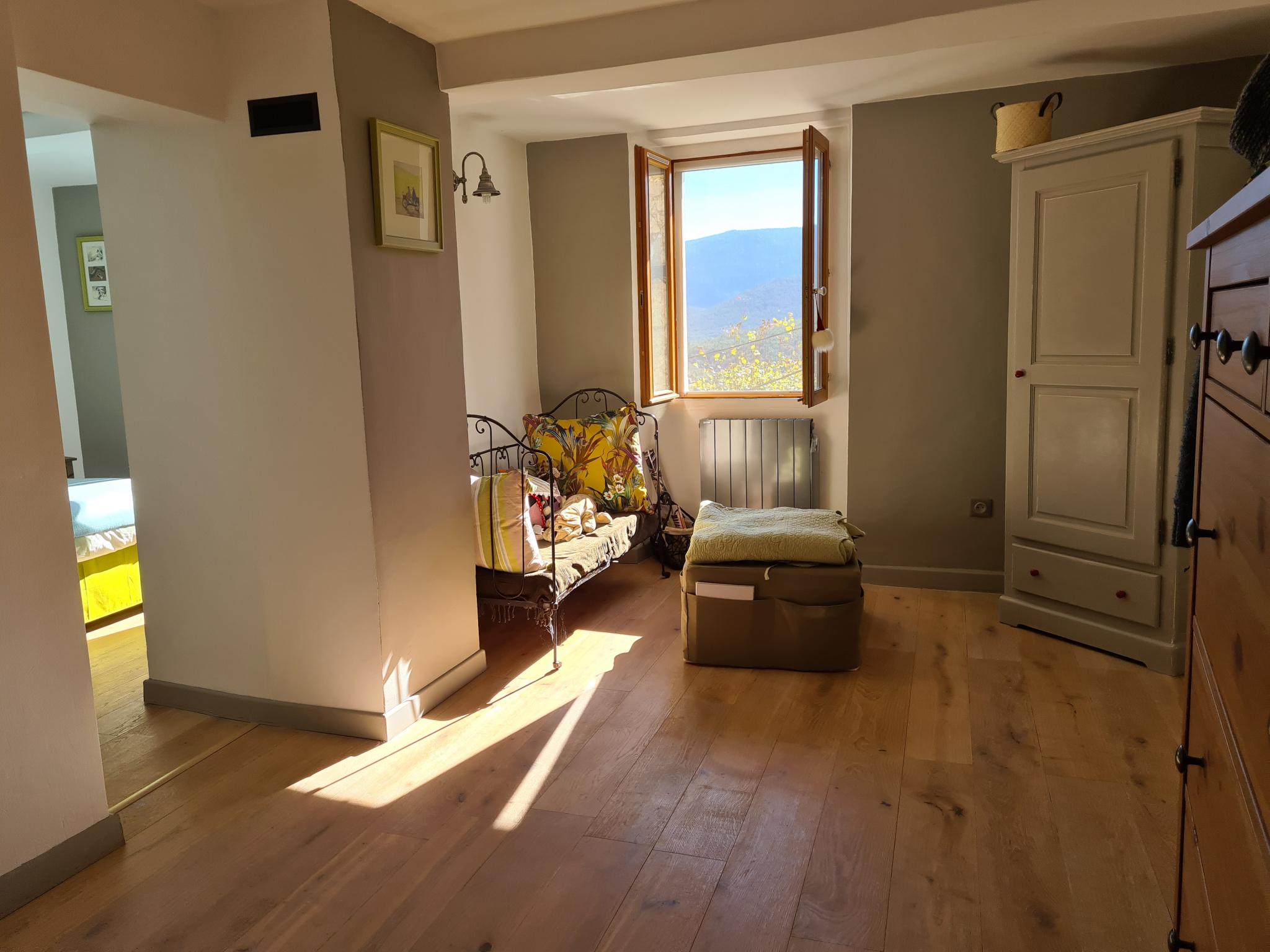 Niveau 2 aile gauche : suite parentale espace dressing/bureau ou possibilité 4e chambre en enfilade